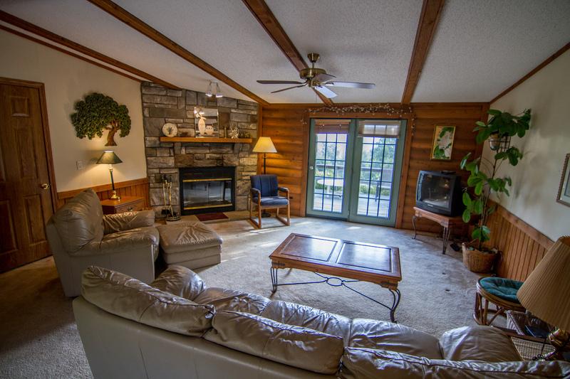 Rocking Chair Resort - Log Cabin & Estate Home to Rent