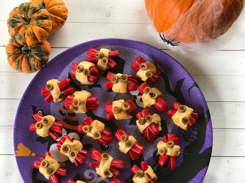 Slightly Creepy Halloweenie Spider Dogs