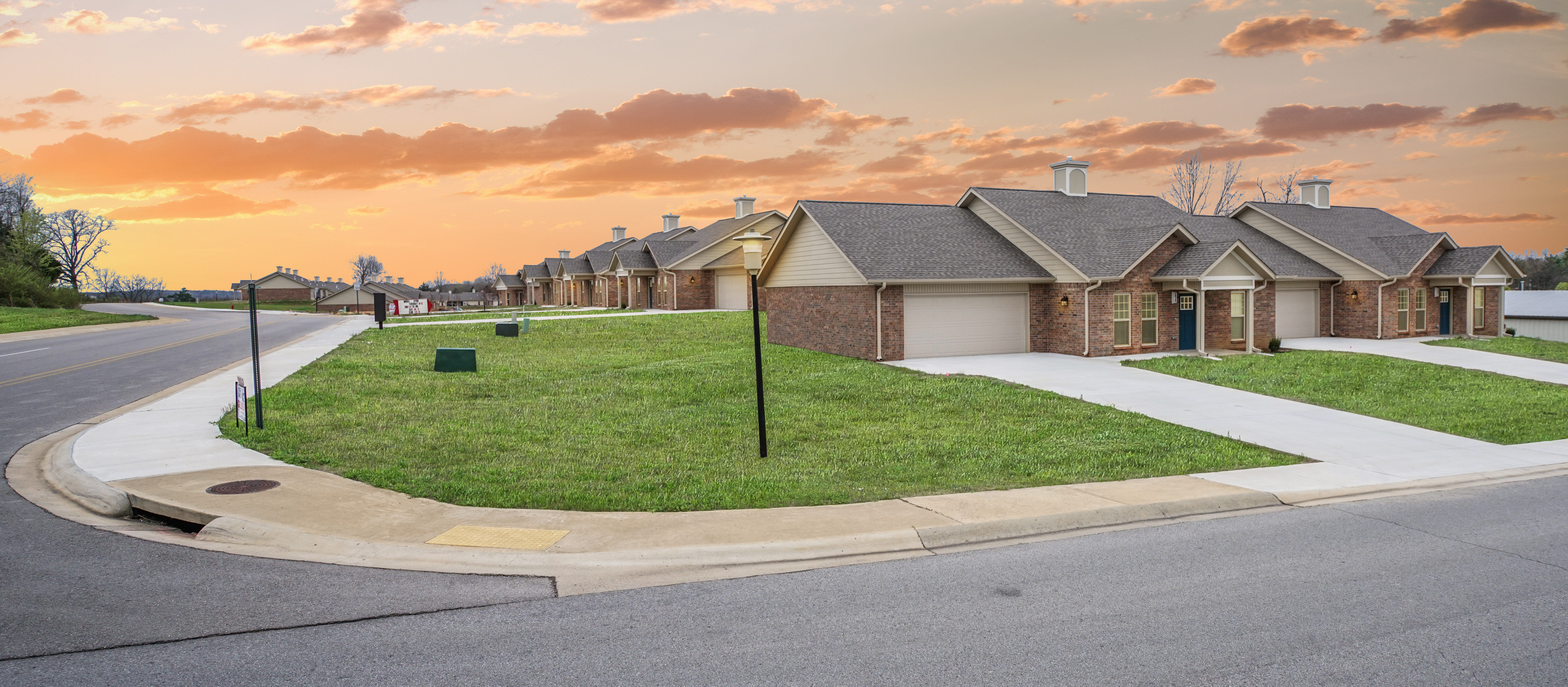 Model Open Tues 10-6 and By Appt - Call 870-656-7433  Glenbriar Commons Patio Homes