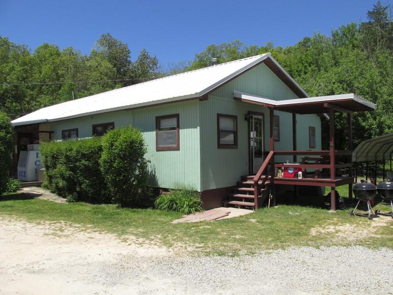 Blackburn's Resort and Boat Rental