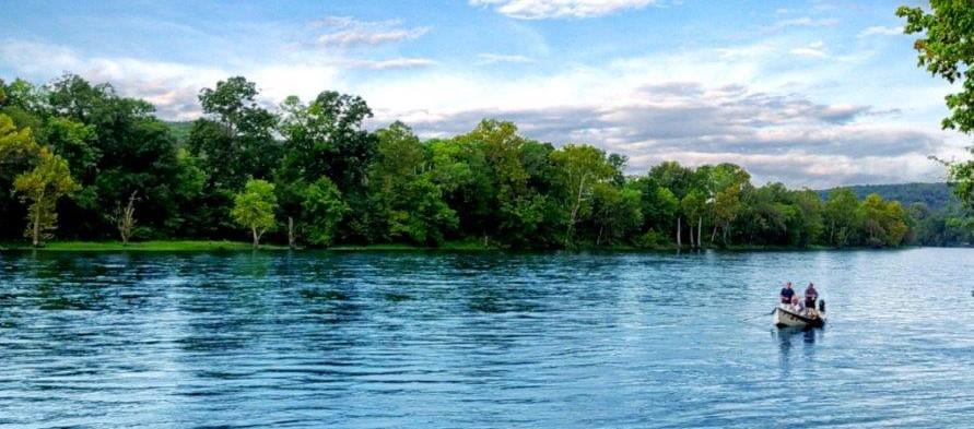 NEW CONSTRUCTION ON THE WHITE RIVER HURST LANDING CALL 870-424-7460